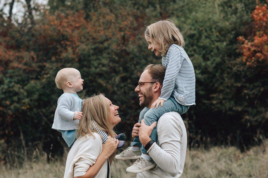 Familienfotos in der Natur, Familienfotografin Zollernalbkreis, als Fotografin bin ich unterwegs in der Natur, Nähe Tübingen und fotografiere Babys, Kinder, Schwangere und Familien